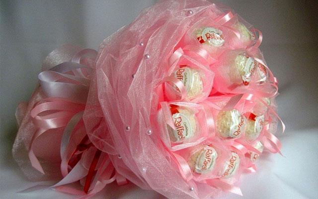 Тюльпаны из бумаги с конфетами своими руками
