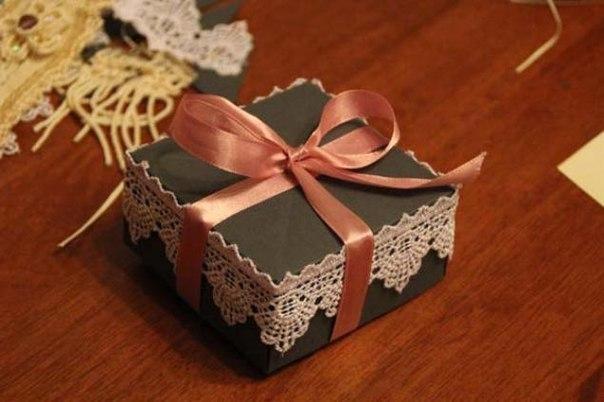 Украшаем коробку для подарка своими руками