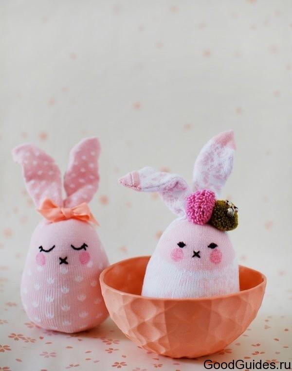 Как сделать игрушки из носков зайчика