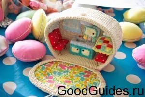 вязанный кукольный домик